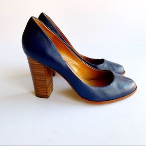 Banana Republic Navy leather Heels Size 8